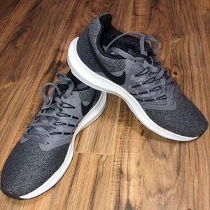 Women's Run Swift Nikes size 7 1/2